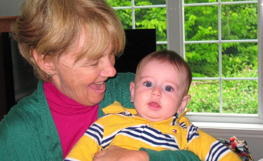 Grand-maman avec petit-fils