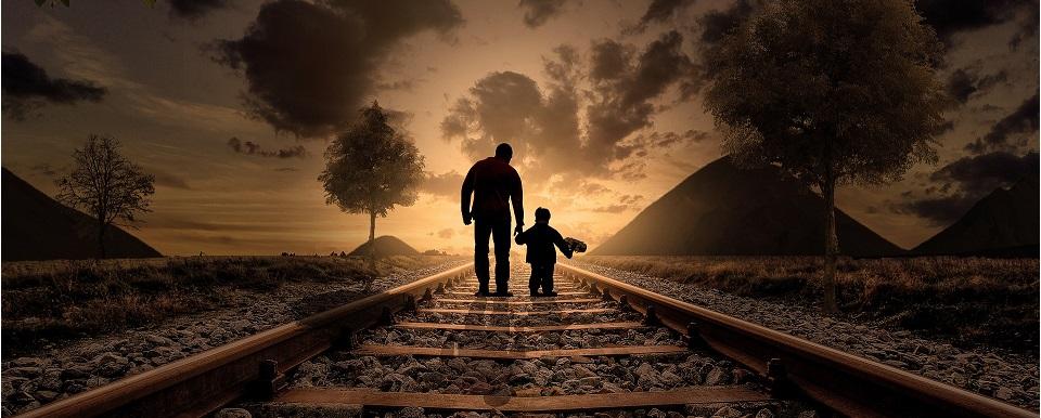 Père et fils en promenade